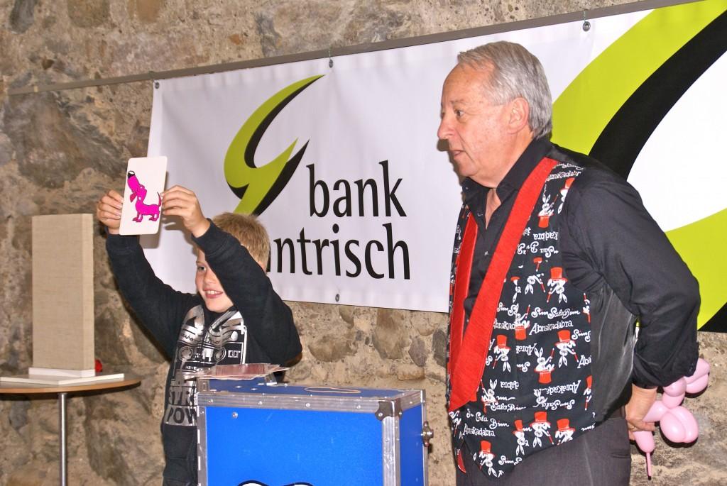 3 Kindertag Bank Gantrisch mit Ballonhund